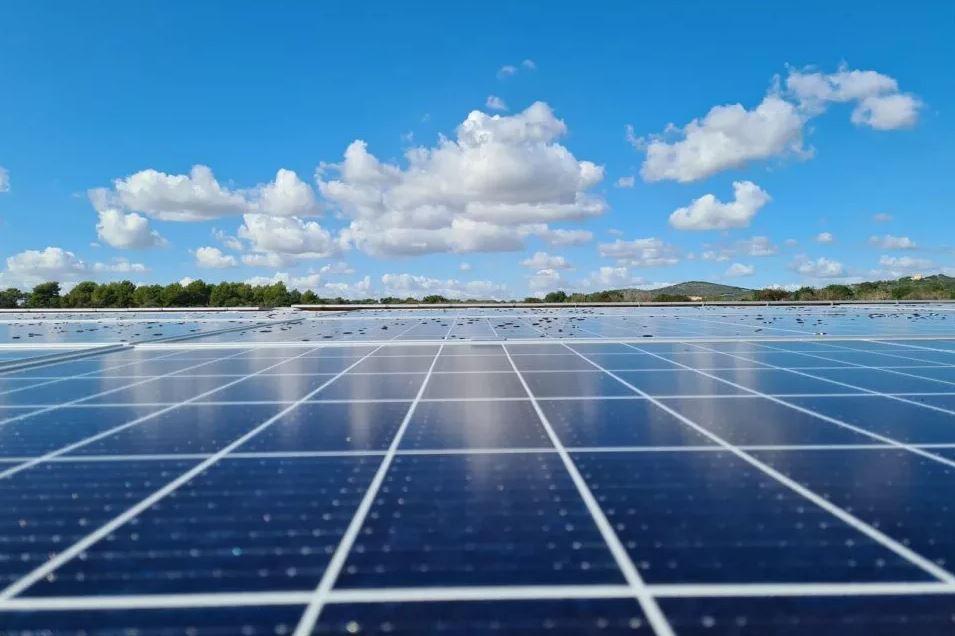 La imparable caída de costes lleva a la fotovoltaica a ser la fuente de energía más barata en varios mercados, incluida España